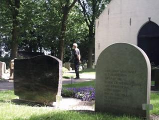 mens-op-begraafplaats-VU-2011-06