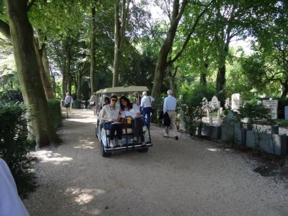 Dierzegeningen op begraafplaats Oud-Rijswijk