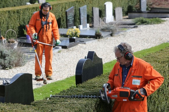 Wandeling over begraafplaats en gedenkpark Kranenburg  onder bezielende (reis)leiding van Marinus van Heldoorn