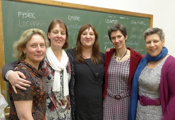 Vlnr: Micheline Moons (Vorst-Laakdal), Martine Wolfs (Ulvenhout), Katrien Smeyers( de trainer), Karolien Bracke (Aalter) en Vera Daniëls (Zutendaal)