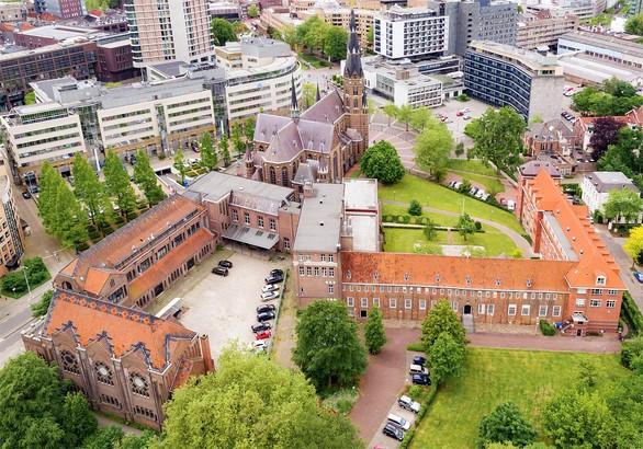 Gospelkoor op Begraafplaats St. Barbara, Den Haag
