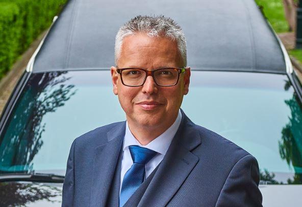 het eerste Protocol boek in de uitvaartbranche door Hans Bleijerveld, Directeur Bijzondere uitvaarten bij Monuta. Uitgever UitvaartMedia