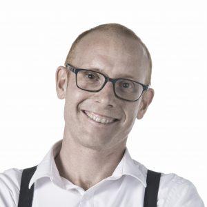 Uitvaartondernemer Koop Geersing start radioprogramma op zondagochtend