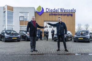 De uitvaartverzorgers van Diedel-Wessels gaan vanaf nu 'groen' de weg op