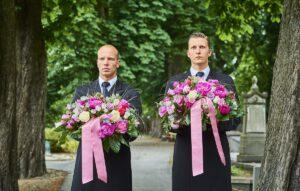 Wat is de juiste volgorde bij het dragen van de bloemen? (column)